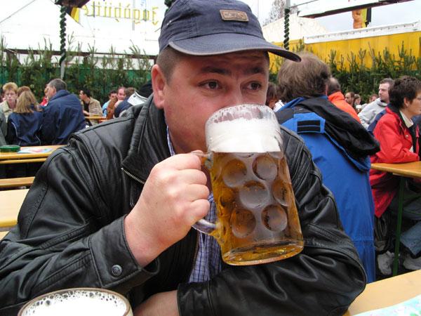 пить пиво
