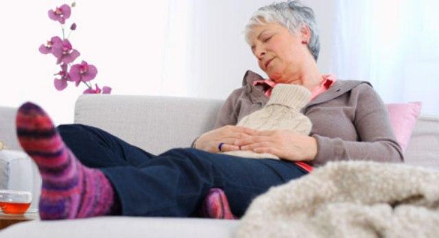 getty rf photo of woman soothing crohns flare hr. bolezni От чего еще образуются камни в почках
